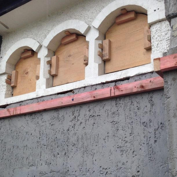 The outer layer of the brick walls was carefully removed and 'shotcrete' was applied progressively in steps to construct a new structural concrete wall while ensuring that the inner layer of the bricks was not dislodged.